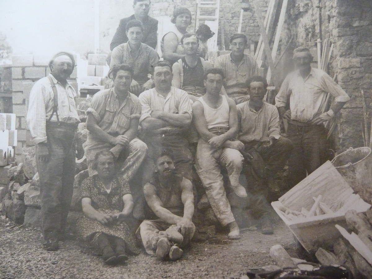 Alphonse Rahon avec ses ouvriers du bâtiment