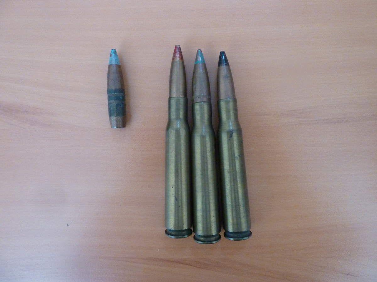les balles de la mitralleuse du Shlightly Dangerous trançantes, perforantes et explosives récupérée par monsieur Michel Heusch