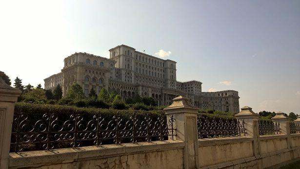 Le palais du Parlement (deuxième plus grand bâtiment au monde après le Pentagone...)