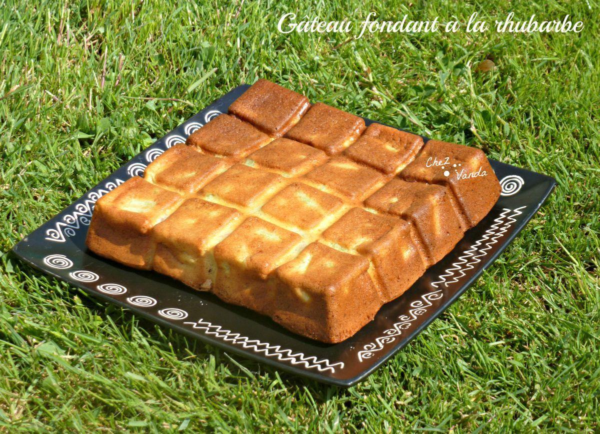 Gâteau fondant à la rhubarbe