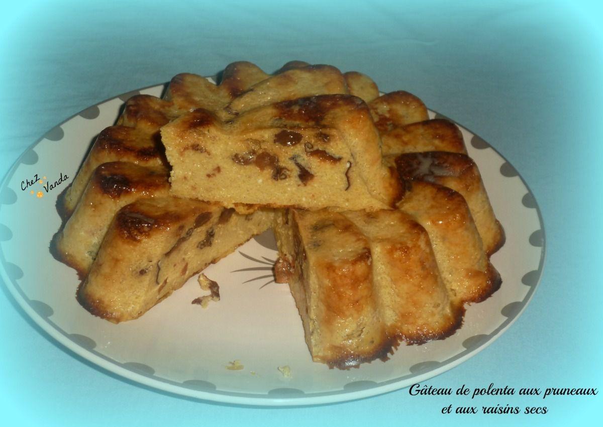 Gâteau de polenta aux pruneaux et aux raisins secs