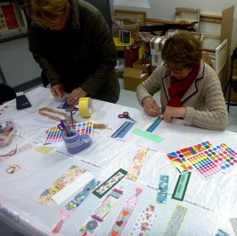 Atelier marque page animée par Larissa à la maison des Arts.