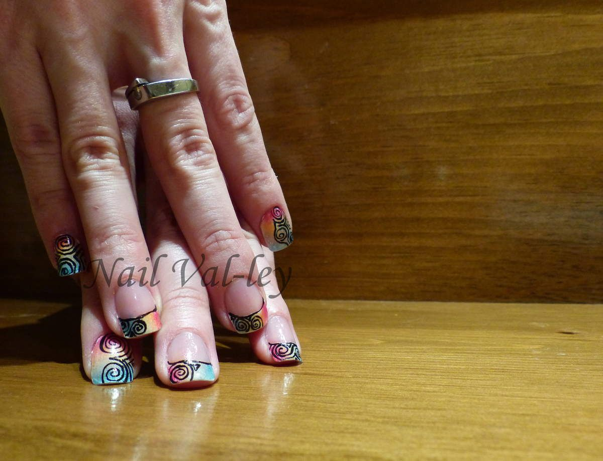 Nail art: Arc-en-ciel psychédélique