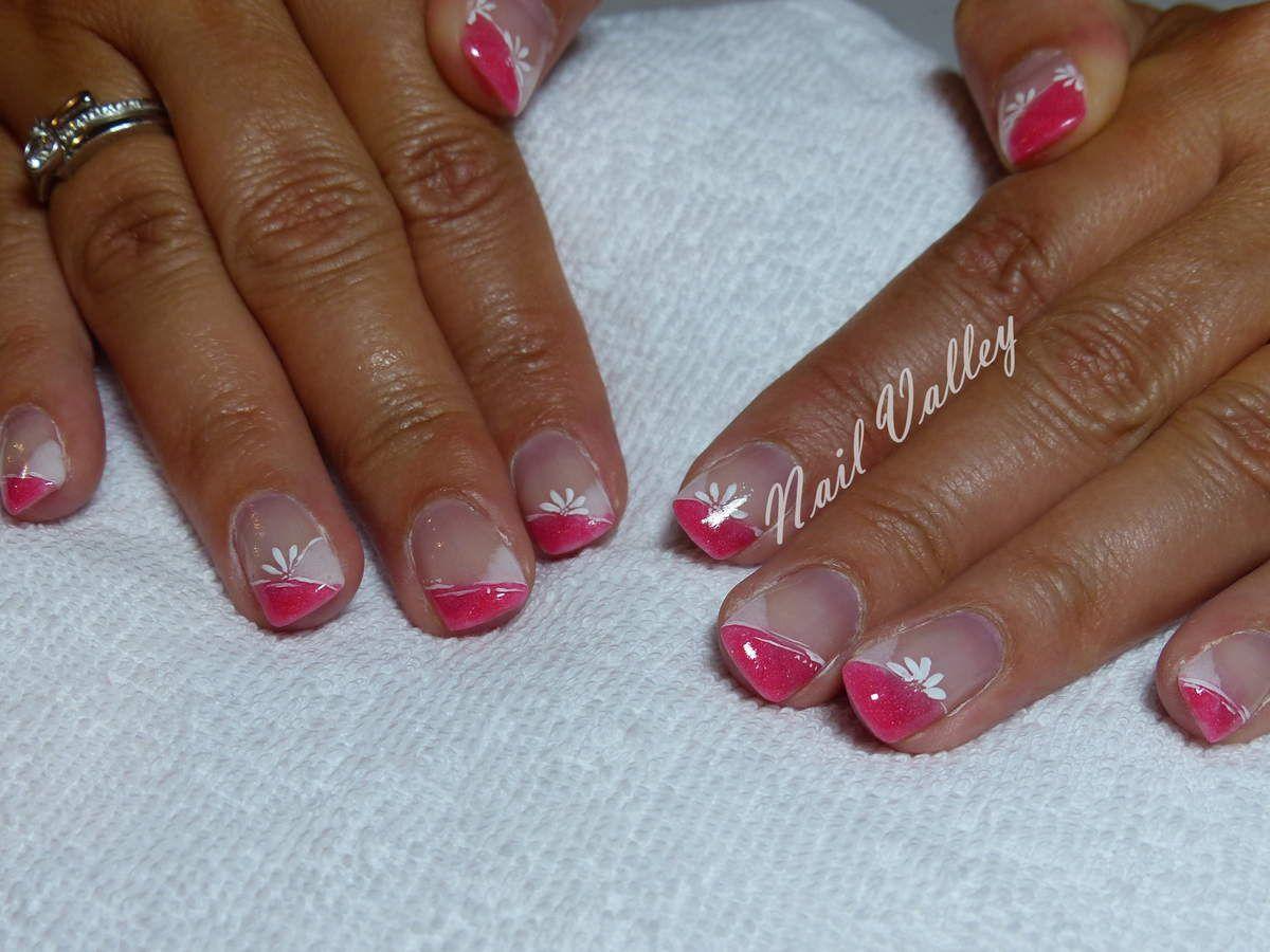 Nail Art: chevrons fleuries corail