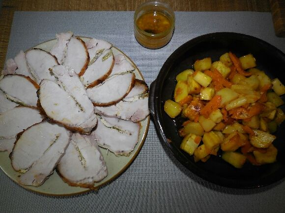 5 - Découper le rôti en belles tranches et le servir à l'assiette accompagné de ses légumes anciens et du jus.