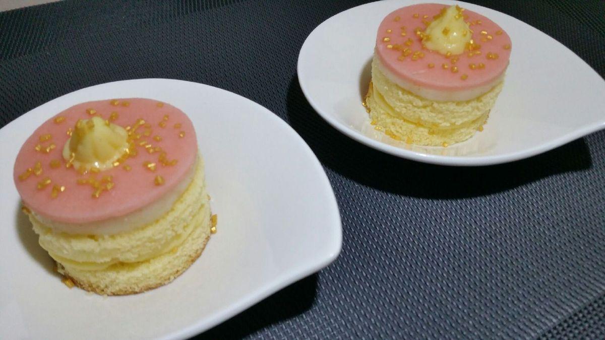 5 - Parsemer quelques grains de sucre dorés qui apporteront une note de croquant et viendront parfaire la présentation. Il ne vous reste plus qu'à déguster cette excellente petite pâtisserie !