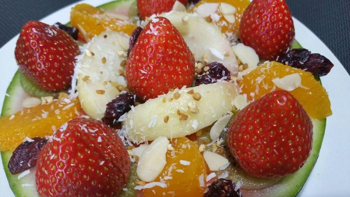 4 - Placer au réfrigérateur. Au moment de servir, terminer en décorant de petites fleurs, et pour les plus gourmands, de noisettes de crème Chantilly !