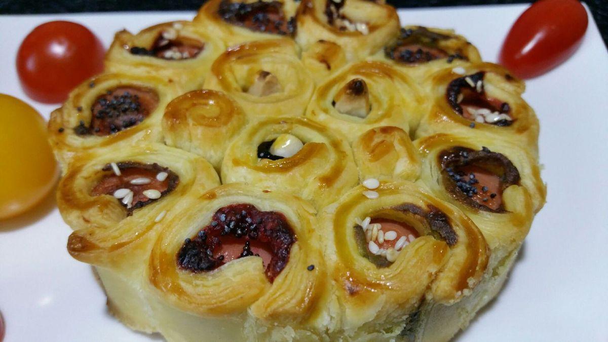 rosaces de mini-bouchées à picorer saucisses-moutardes et fromage-olives-amandes