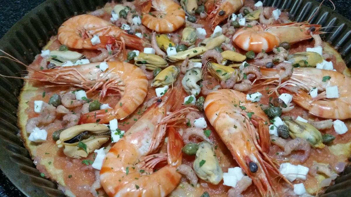 vraie &quot&#x3B;fausse-pizza&quot&#x3B; (pâte sans farine à base de thon) gambas et fruits de mer