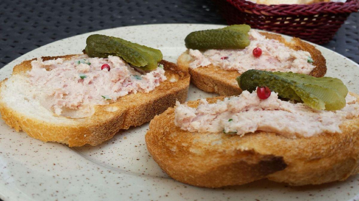 3 - Déguster les rillettes sur des tranches de pain de campagne grillées à l'apéritif ou en entrée accompagnées de cornichons.