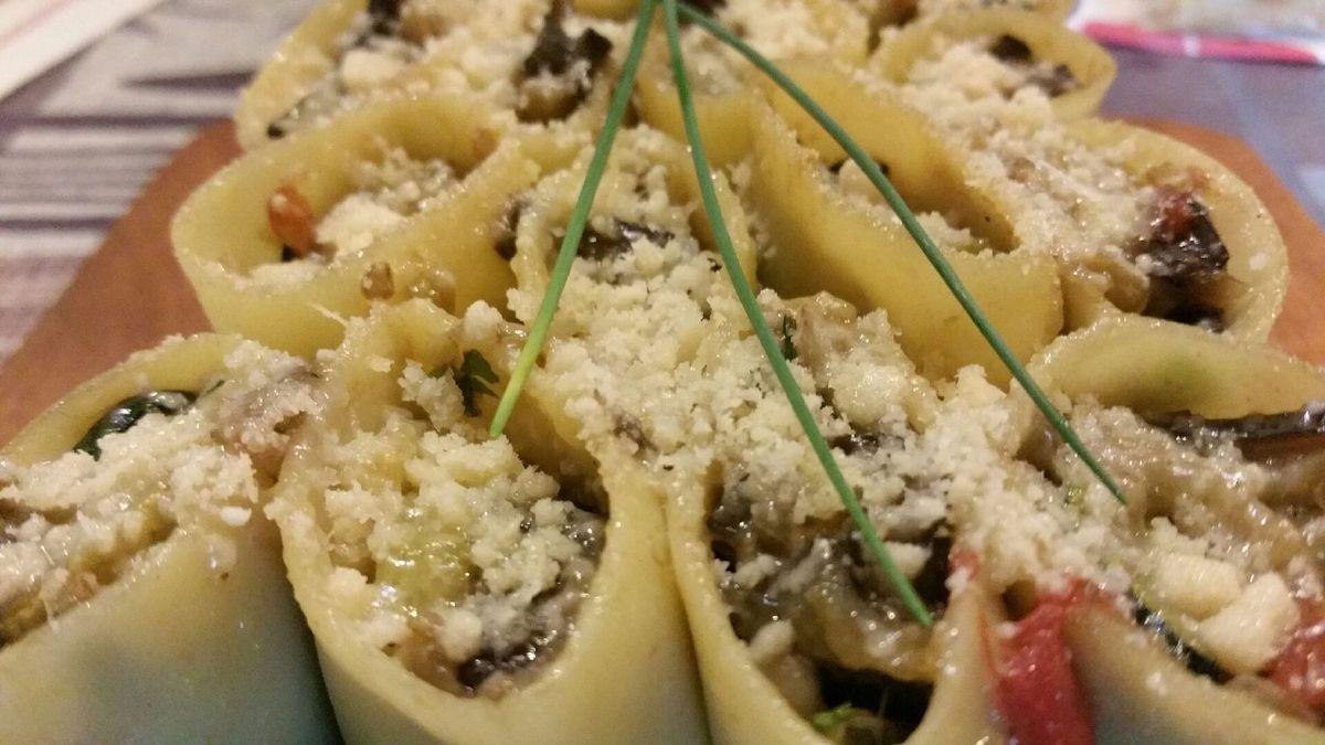 3 - Dégustez vos lasagnes dès la sortie du four avec un vin italien.