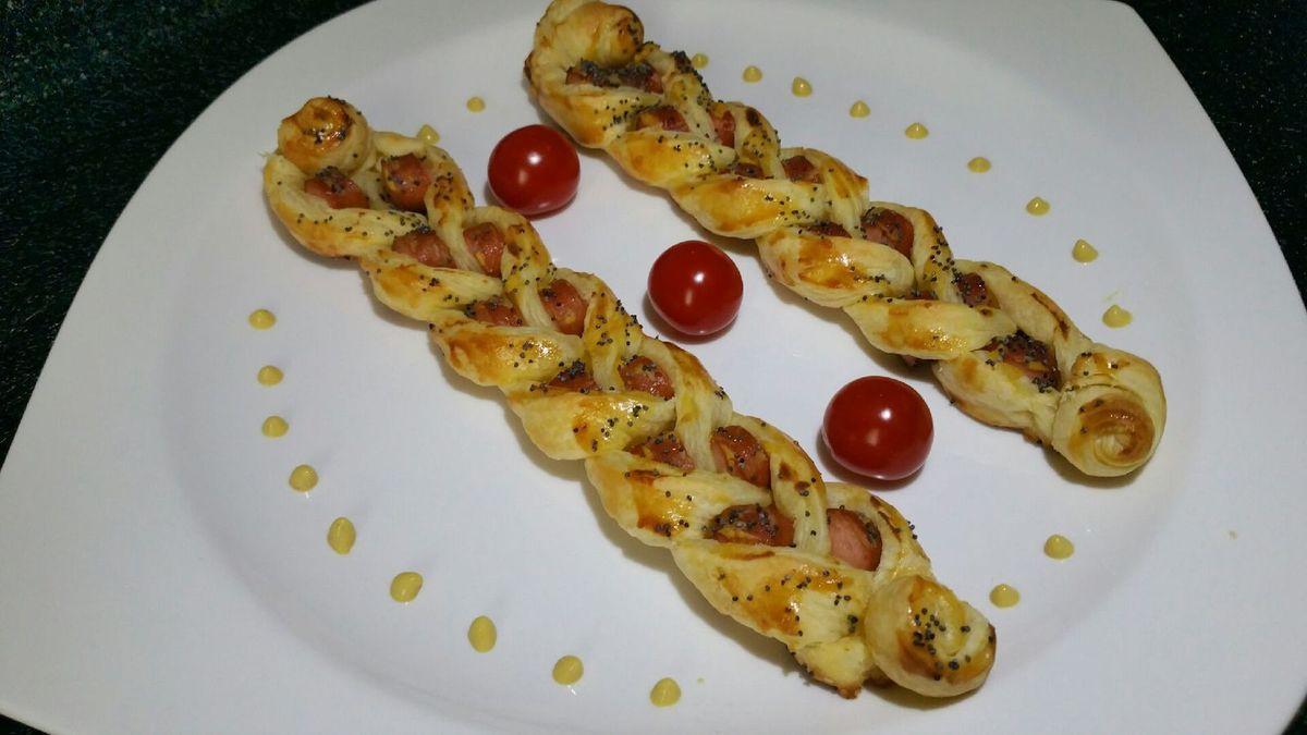3 - Servir les tresses en entrée chaude ou en plat principal accompagné d'une salade telles que ou arrosées de moutarde et de ketchup.