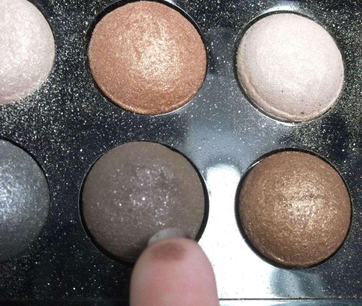 """La deuxième couleur utilisée est un brun foncé irisé mais comme tout a l'heure vous pouvez prendre du violet, du brun mat,irisé n'importe quel couleur foncée. /!\ si vous avez choisis une couleur irisé en """"base"""" il faut que vous preniez une couleur irisé en deuxième et vise versa"""