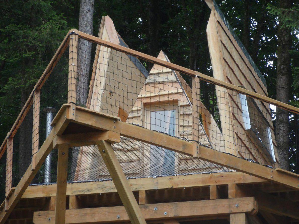 cabane perchée avec toit ouvrant