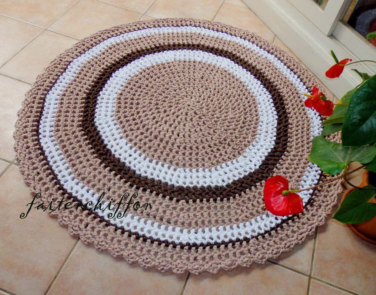 Tapis en trapilho crocheté