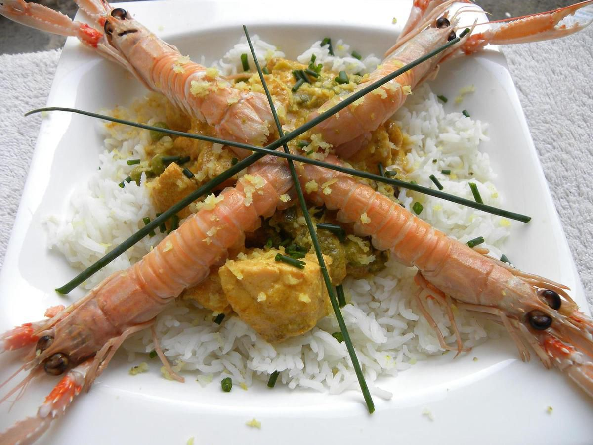 Curry de saumon et de langoustines