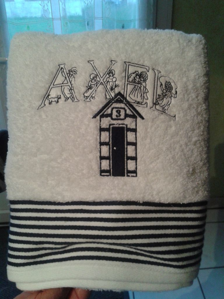 broderie serviette de bain