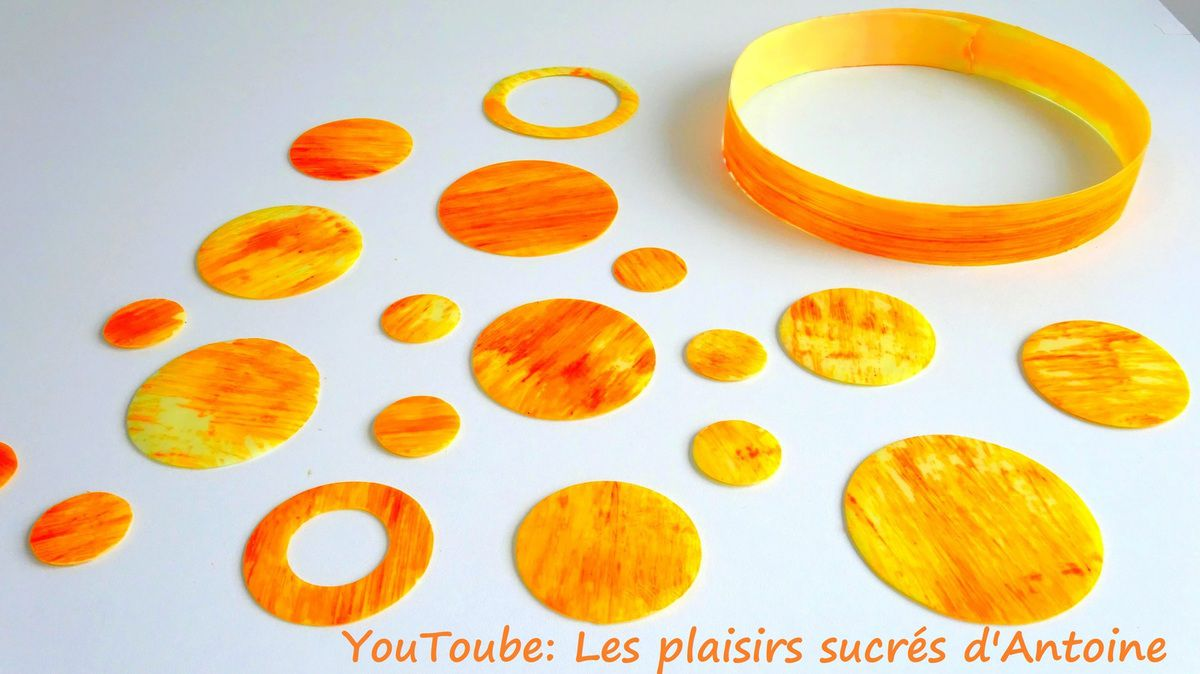 Decoration Et Cerclage En Chocolat Colore Les Plaisirs Sucres D