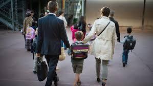 L'école est-elle gouvernée par les élèves et les parents ?