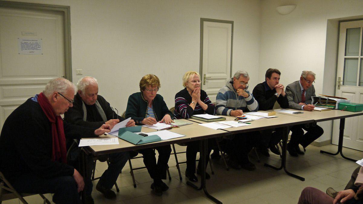 Le bureau de l'association prêt à ouvrir les débats