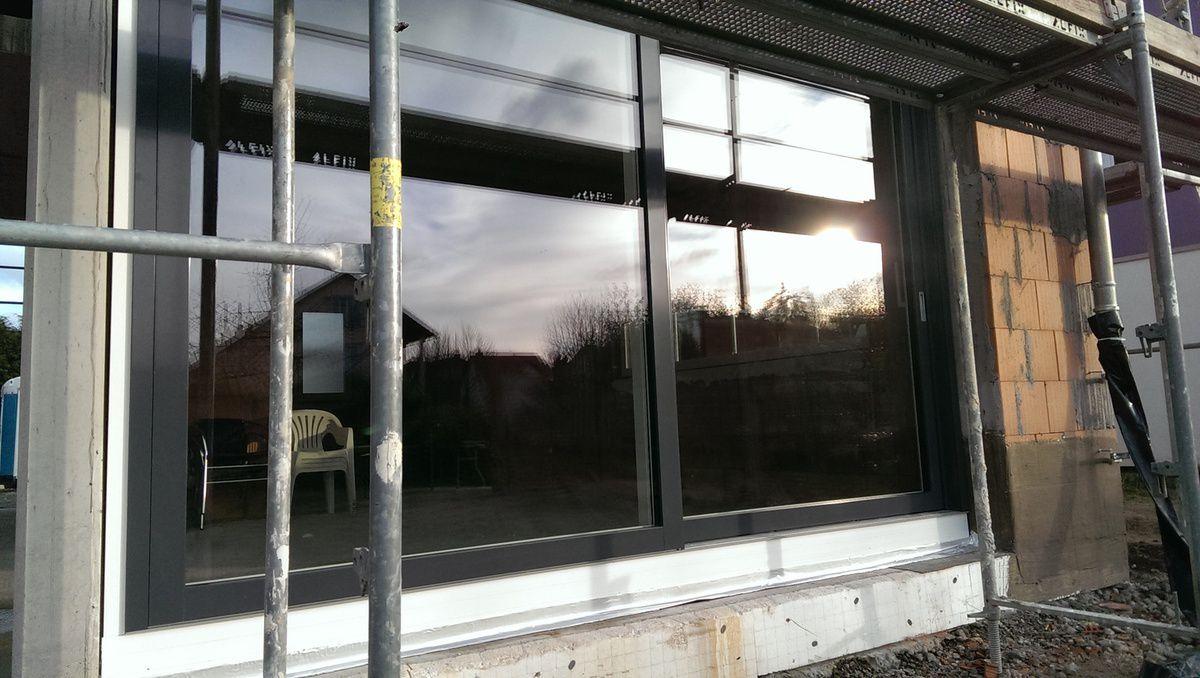 18.01.2015: Die restlichen Fenster und die Hebe-Schiebetüren sind montiert!