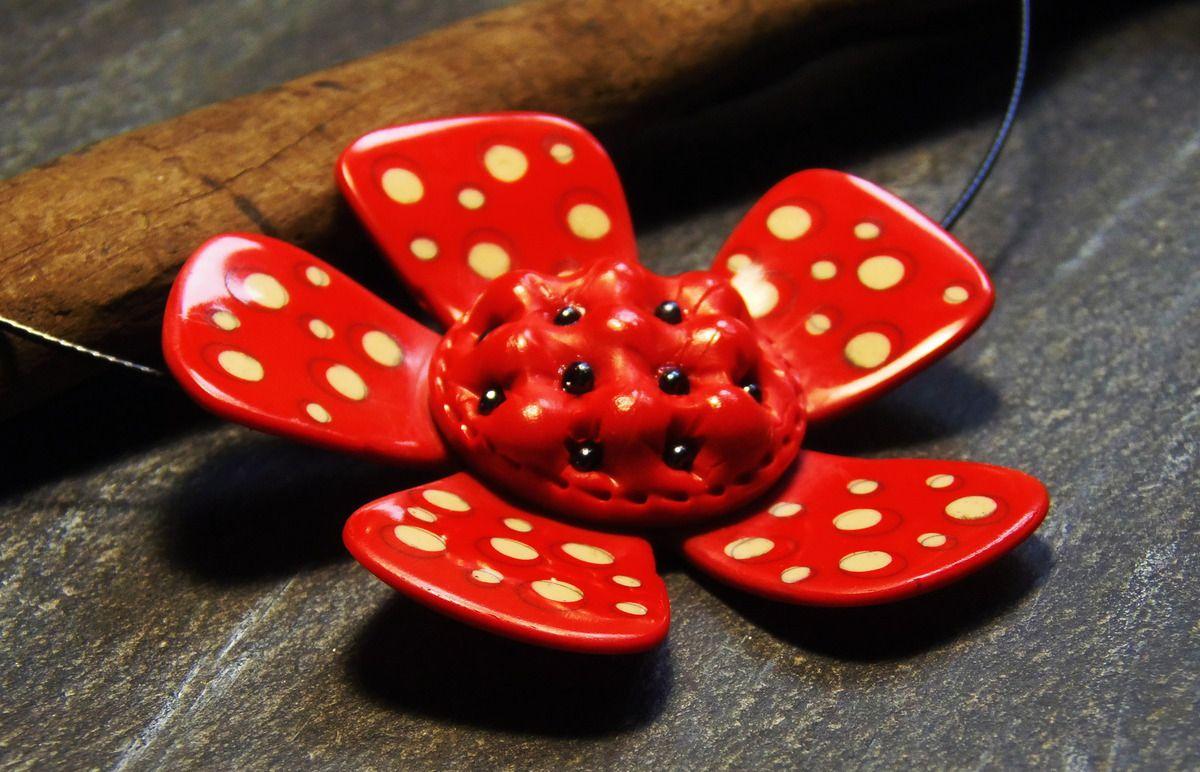 Des fleurs (encore) associant matelassé et pastilles/patels secs, pour un stage à venir...
