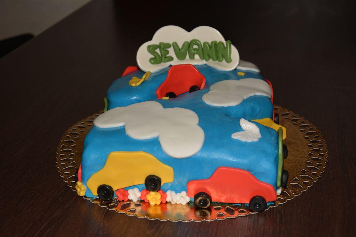 Gâteau voitures dans les nuages!