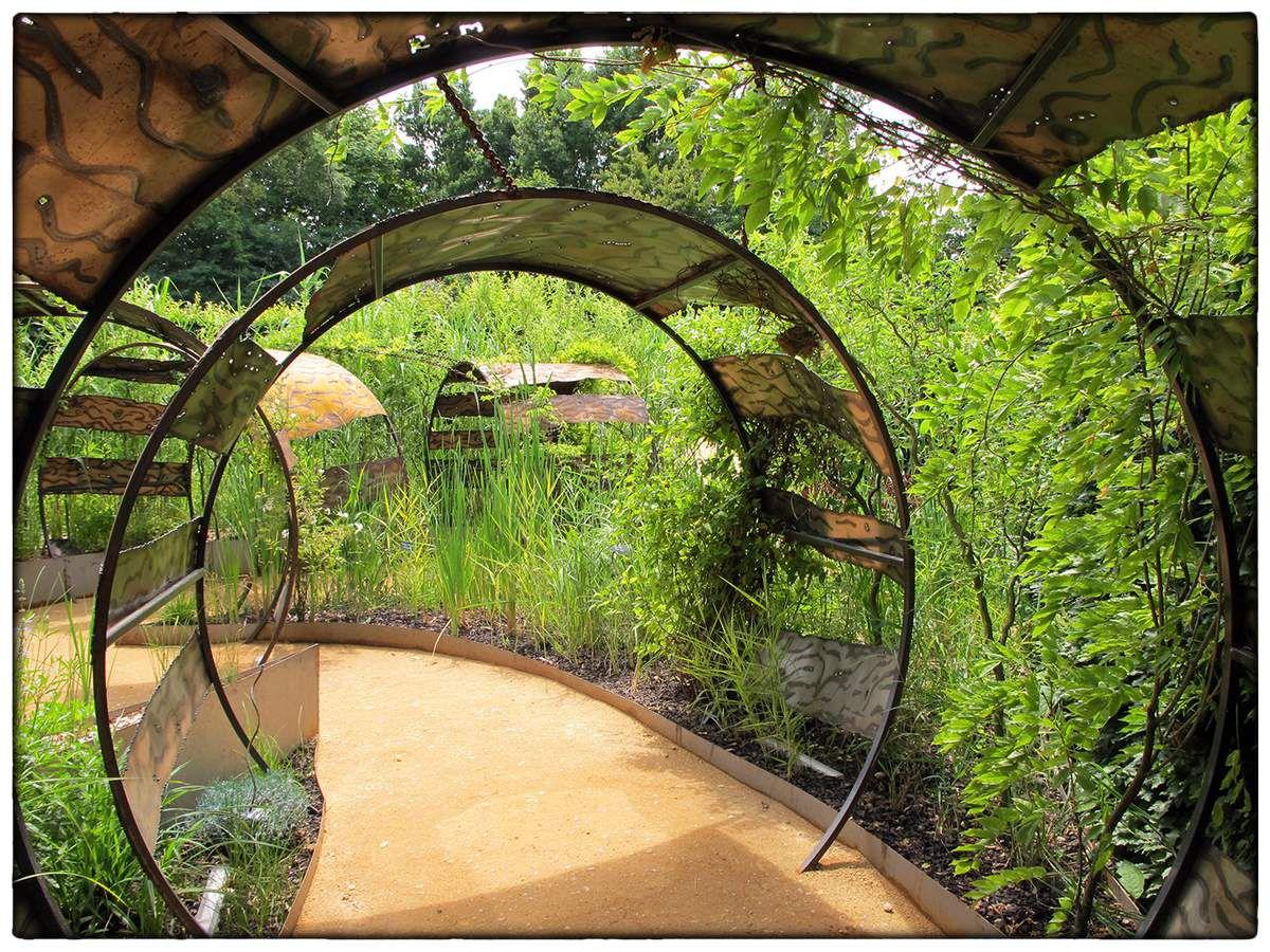 De retour de Chaumont-sur Loire, quelques images de nos jardins préférés.