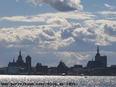Blick von Altefähr auf die Silhouette der Hansestadt Stralsund
