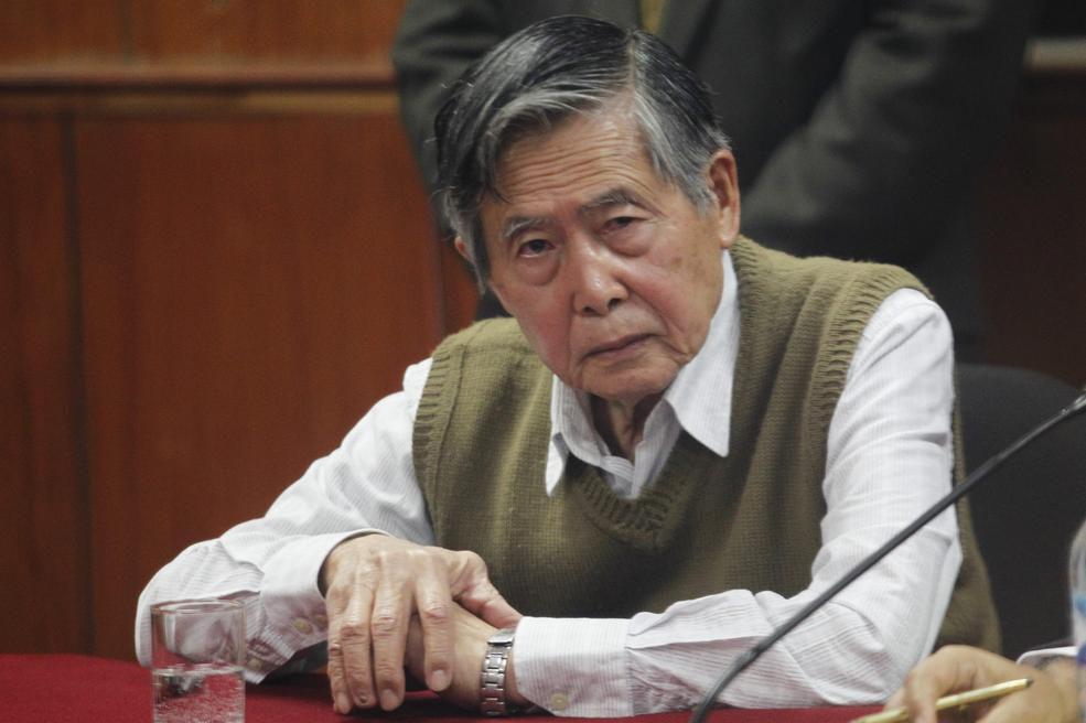 Alberto Fujimori - Perú- 530 millones de euros De nuevo un personaje que llegó al poder democráticamente con la bandera de la lucha contra las grandes desigualdades y la corrupción y no sólo no arregló las primeras sino que llevo la segunda a una nueva escala. Incluso antes de ser nombrado presidente oficialmente Fujimori se había hecho con los cuantiosos donativos recibidos en Japón para los huérfanos peruanos, todo un presagio de lo que vendría después. En la imagen, durante uno de los juicios a los que ha sido sometido en Perú | Cordon Press
