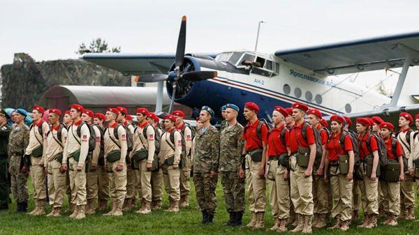 El ejército de Vladimir Putin que es comparado con las Juventudes Hitlerianas