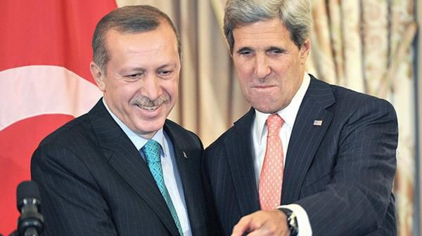 Erdogan y John Kerry, secretario de Estado norteamericano (AFP)