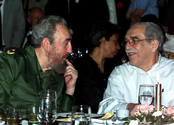 Marzo, año 2000, junto a Gabriel García Márquez (AP)