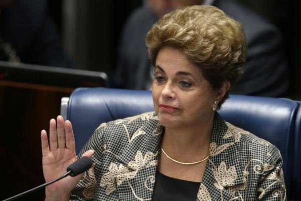 Dilma se defendió ante el Senado el lunes por la tarde