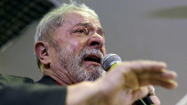 """Deltan Dallagnol, que trabaja con el prestigioso juez Sergio Moro, apuntó contra el ex presidente de Brasil. Advirtió además que """"hay vidas en peligro"""" porque """"hay fuerzas que intentan sofocar la investigación"""". Y adelantó que """"se multiplicarán por dos"""" los arrestos de políticos y empresarios"""