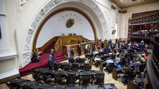 La guerra contra la Asamblea Nacional va desde el corte de electricidad, el acoso de bandas armadas chavistas, la suspensión de la nómina y hasta la disolución definitiva en puertas