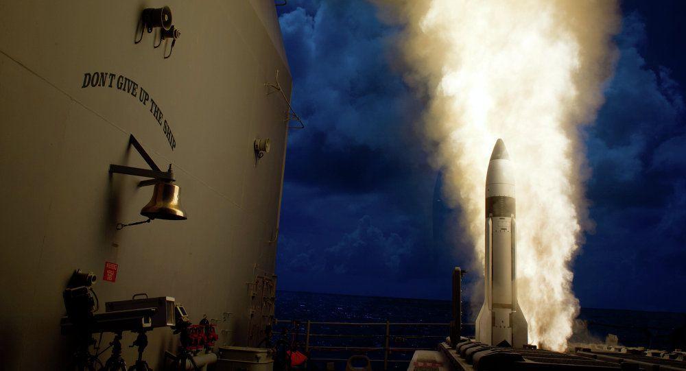 """""""El misil SM-3 IIA es una versión más grande del SM-3 IB (…) La segunda y tercera etapa del cohete tienen 21 pulgadas de diámetro, lo que facilita más horas de vuelo y permite alcanzar amenazas más altas en la exoatmósfera"""", declaró Christopher Szkrybalo, el portavoz de la MDA, citado por el medio."""