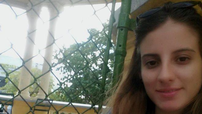 Karla Pérez cursaba segundo semestre de la carrera de periodismo cuando le comunicaron que estaba expulsada de la universidad.