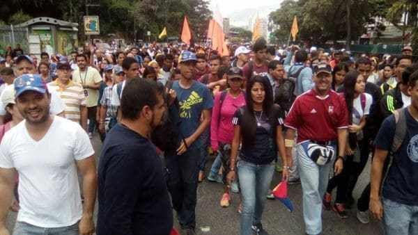"""Desde la madrugada, manifestantes comenzaron a reunirse en distintos puntos del país para concentrarse durante 12 horas bajo el lema """"No más dictadura"""". Este lunes se cumplen 45 días de actos contra el chavismo tras el intento de la Justicia de asumir las funciones de la Asamblea Nacional"""