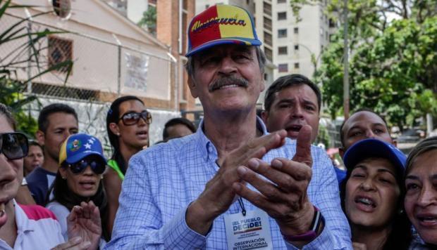 El ex presidente de México criticó duramente a Nicolás Maduro durante su trabajo como observador del plebiscito convocado por la oposición este domingo en Caracas/ El canciller venezolano, Samuel Moncada, detalló que la orden fue dada por Maduro, e implica que en adelante a Fox se le negará la entrada al país. (EFE)