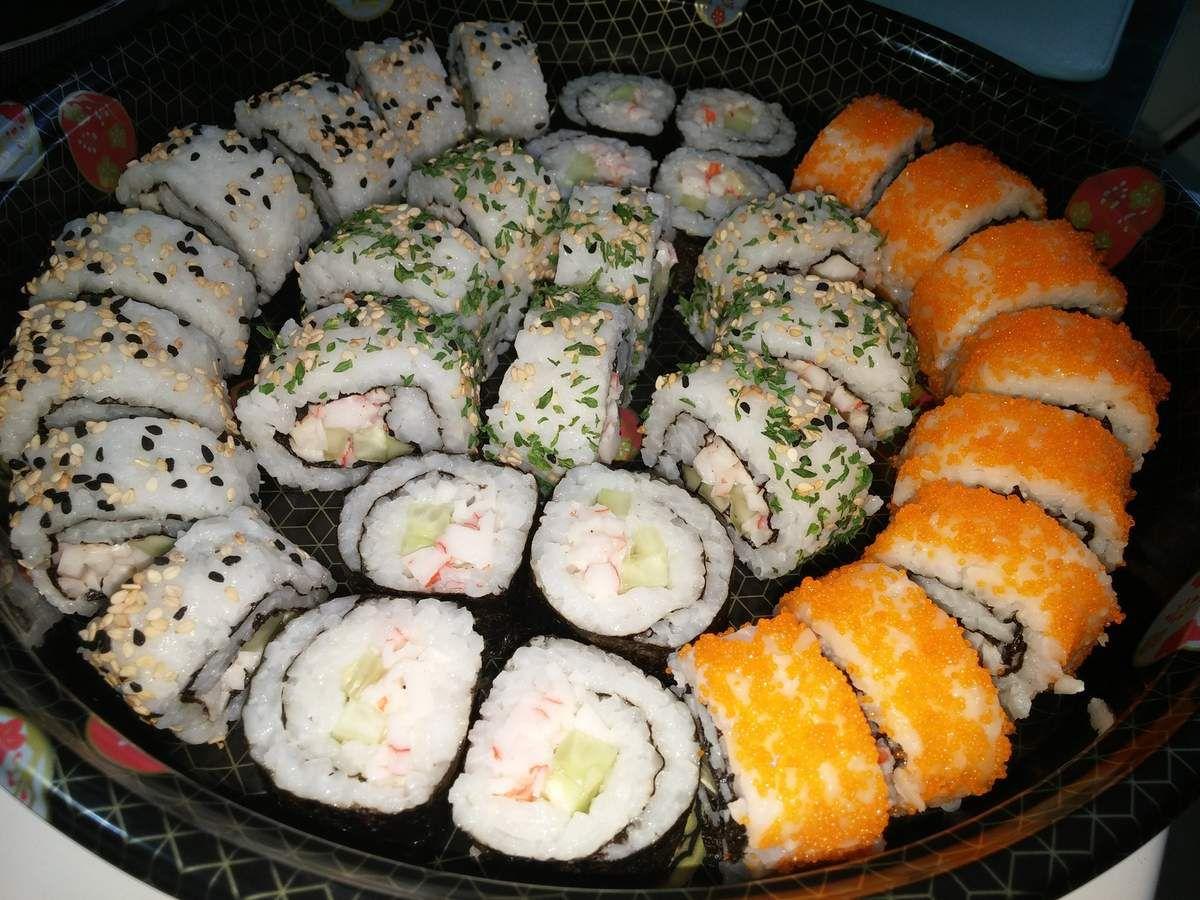 Sushi, Maki, Nigiri &amp&#x3B; California Rolls maison (plateau de sushis japonais) :