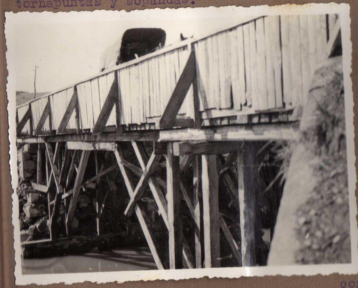 Puente Km. 20 C/. (carretera) Munguia - Fica. Vigas madera con caballetes, tornapuntas y sopandas.