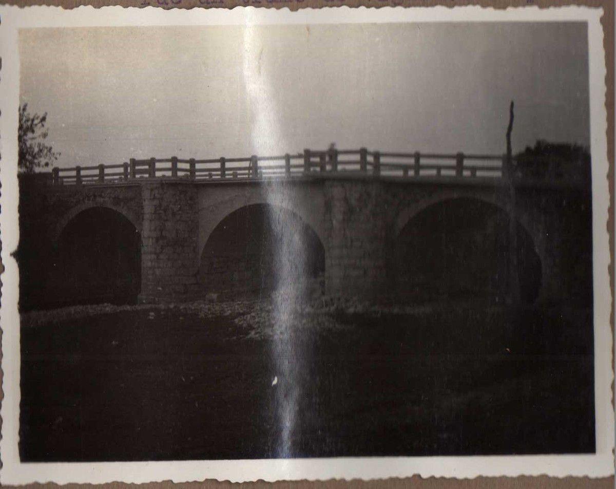 Puente carretera Amurrio - Orduña. Lo que es ahora arco de hormigón fue un tramo de vigas Vallespín.