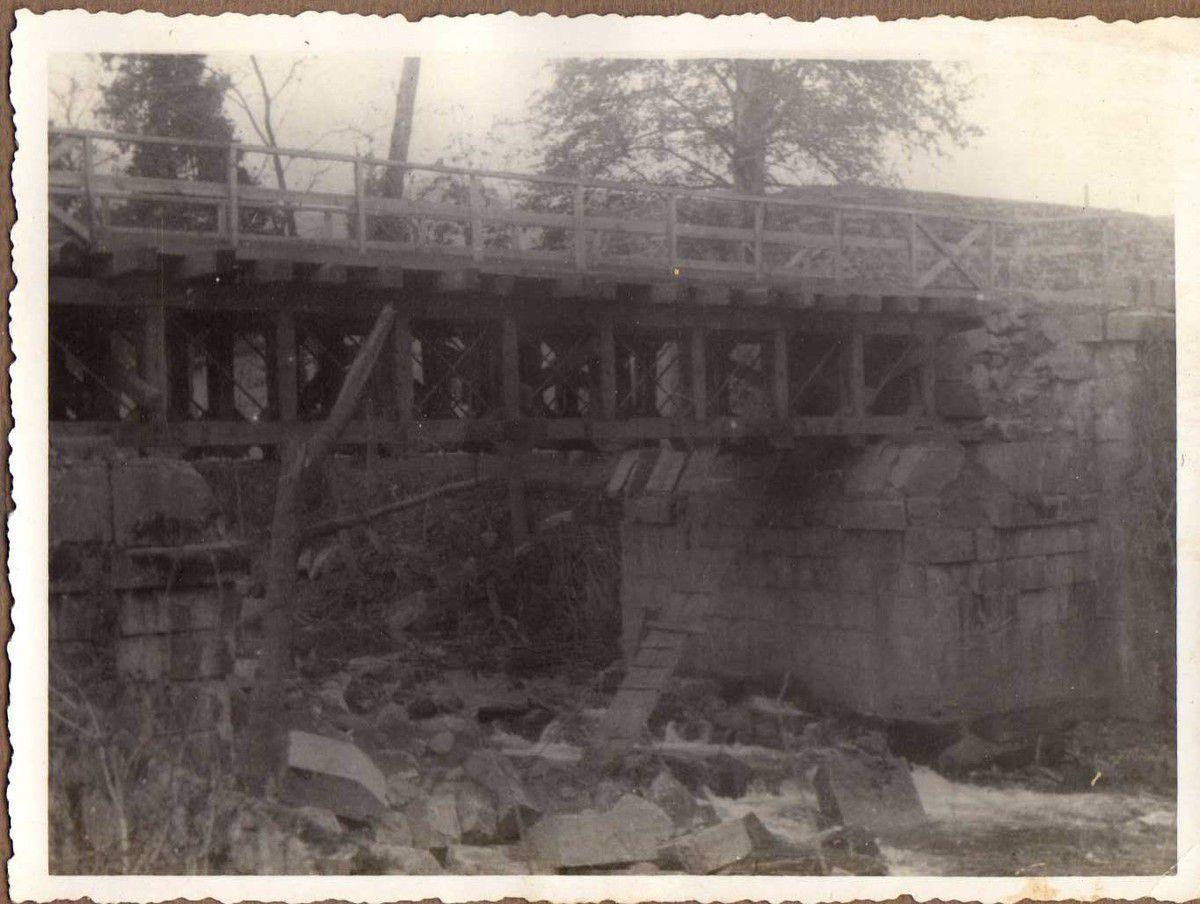 Puente carretera Infiesto - Arriondas. Vigas Vallespín de 14 m.