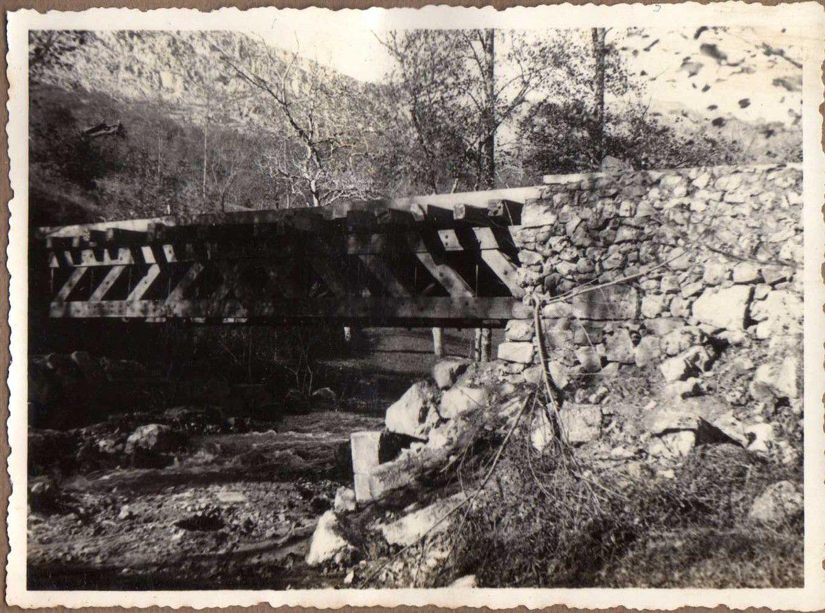 Puente carretera Arriondas - Colunga. Vigas Vallespín de 12 m.