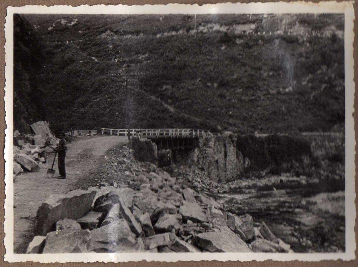 Puente carretera Corrales - Caldas. Vigas Vallespín de 14 m.