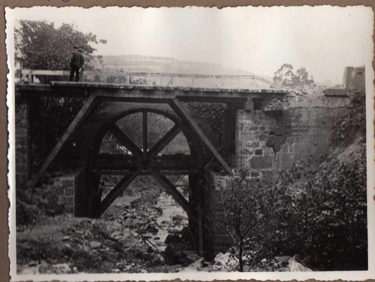 Puente de Ontón. Vigas madera con tornapuntas.