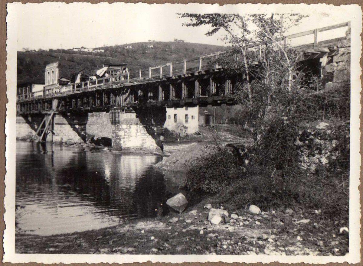 Puente de Arriondas. Tres tramos vigas Vallespín de 24 m. Dos id. (tramos) id. (vigas) metálicas de 6m.