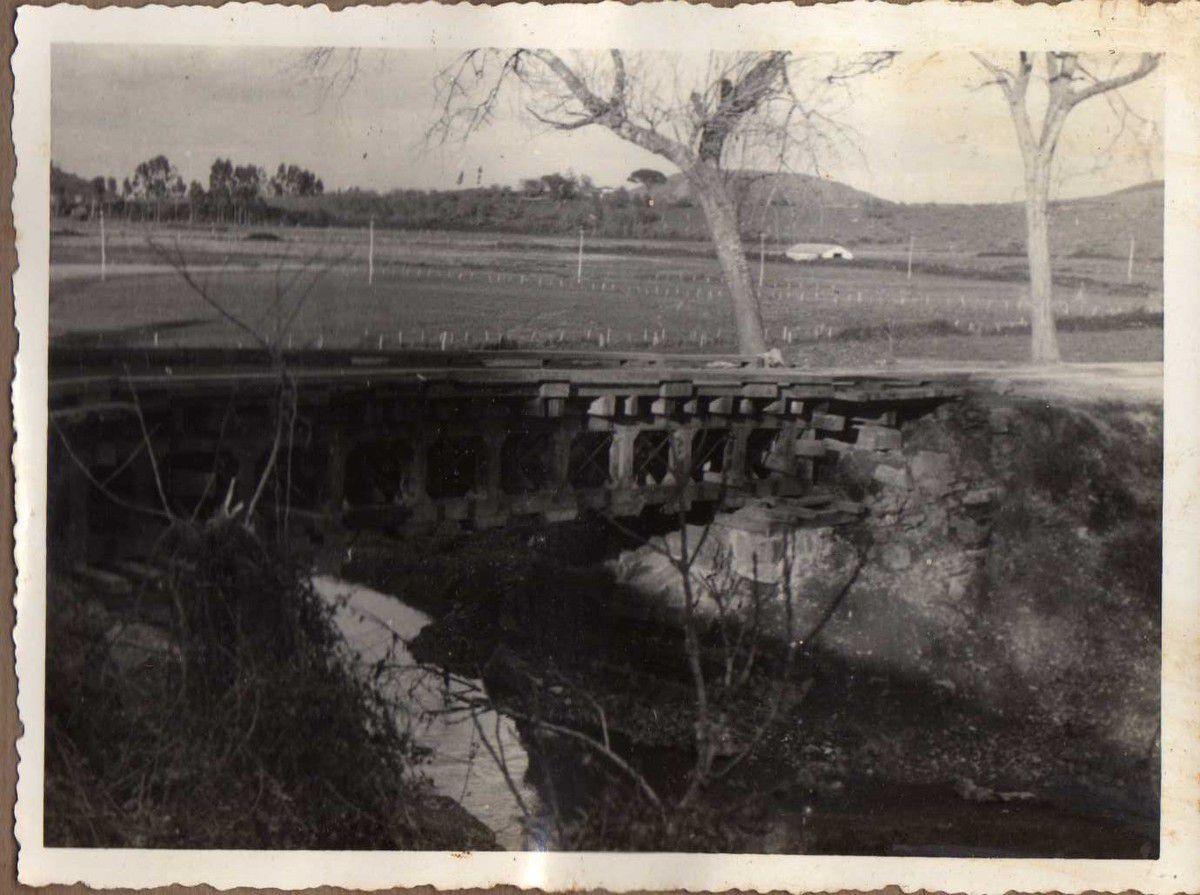 Puente carretera Colunga - Villaviciosa. Un tramo vigas Vallespín de 12 m. Dos id. (tramos) id. (vigas) rollizo de 4 m.