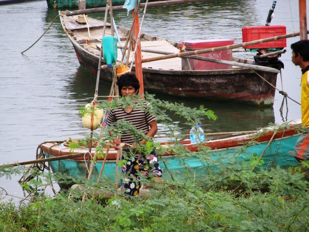 Außer Fischern und ihren Booten gibt es hier nicht viel zu sehen, so drehen wir um und fahren nach Süden.